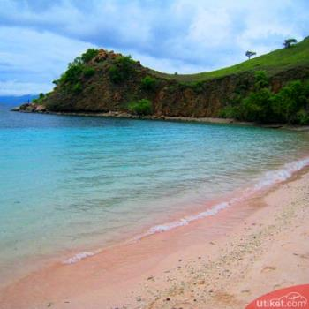 Lima Pantai Berpasir Pink di Dunia