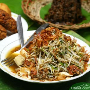 Wisata Kuliner : Lontong Balap Surabaya